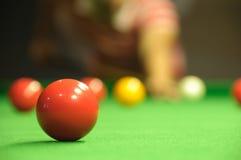 Spielen von Snooker Stockfotos