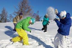 Spielen von snowfight Stockfotos