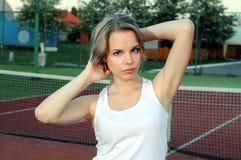 Spielen von Tennis Lizenzfreie Stockbilder