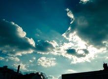 Spielen von Wolken Stockbild