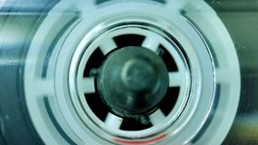 Spielende Audiokassette, Magnetband- für Tonaufzeichnungenrecorder stock video footage