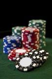 Spielende Chips des Kasinoschürhakens Lizenzfreies Stockbild