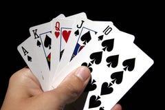 Spielende Karten in der Hand Lizenzfreie Stockbilder