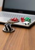 Spielende on-line-Sucht Stockbilder