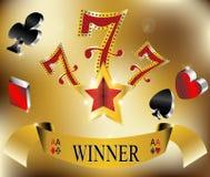 Spielender Sieger glückliche sieben Gold mit 777 Fahnen   Lizenzfreie Stockfotografie