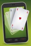 Spielendes Smartphone - vier Asse Stockbilder