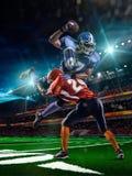 Spieler des amerikanischen Fußballs in der Aktion lizenzfreie stockfotografie