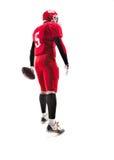 Spieler des amerikanischen Fußballs, der mit Ball auf weißem Hintergrund aufwirft Lizenzfreie Stockbilder