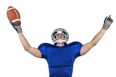 Spieler des amerikanischen Fußballs, der Sieg gestikuliert Stockbild