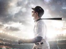 Spieler des professionellen Baseballs in der Aktion stockfotografie