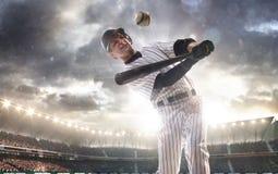 Spieler des professionellen Baseballs in der Aktion Lizenzfreie Stockfotografie