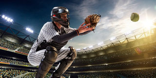 Spieler des professionellen Baseballs in der Aktion lizenzfreie stockbilder