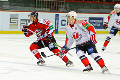 Spieler Donbass Donetsk und Metallurg Novokuznetsk Stockfotos