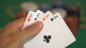 Spieler Reveal Four Aces, Kasino-gewinnendes Konzept stock video