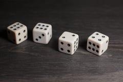 Spielgegenstandwürfel lokalisiert auf einem weißen Hintergrund Lizenzfreie Stockfotos