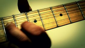Spielgitarrenmusik stock video footage