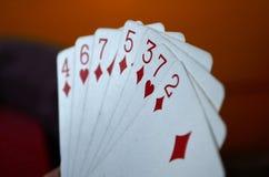 Spielkarte in der Hand Lizenzfreie Stockbilder