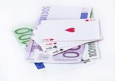 Spielkarteasse über Geld Lizenzfreies Stockfoto