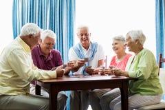 Spielkarten der Senioren zusammen Stockfotografie