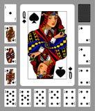Spielkarten der Spatenklage und -rückseite auf grünem Hintergrund Lizenzfreie Stockfotografie