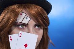 Spielkarten des Mädchens Stockbild