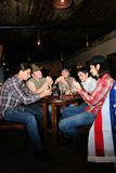 Spielkarten einiger Cowboys Lizenzfreie Stockfotografie