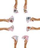 Spielkarten Pokerkombinationen in den weiblichen Händen Stockfotos