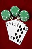Spielkarten (Royal Flush), Kasino bricht ab und würfelt Stockfotografie