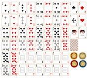 Spielkarten u. chesspieces stockfoto