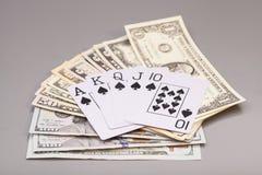 Spielkarten und Dollar des Royal Flushs Stockbilder