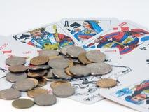 Spielkarten und Münze Lizenzfreies Stockbild