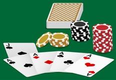 Spielkarten und Schürhaken-Chips Stockbild