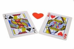 Spielkarten und Spielen auf weißem Hintergrund lizenzfreies stockbild