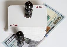 Spielkarten, Würfel und Dollar Lizenzfreie Stockfotos
