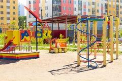 Spielplatz in einem Kindergarten stockbilder