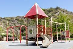 Spielplatz in einem neuen Park Stockbild