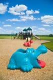 Spielplatz an einem sonnigen Tag lizenzfreie stockbilder