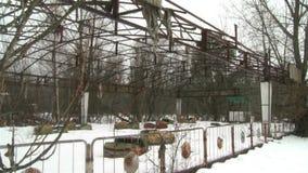 Spielplatz in einer Geisterstadt stock footage