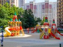 Spielplatz in Form von dem Moskau der Kreml, der Wohnkomplex 'olympisch ', die Stadt von Vor lizenzfreies stockbild