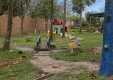 Spielplatz im Kindergarten Hoa Chau, Dorf von Phuong Nam bewirtschaftend, Vietnam lizenzfreie stockfotos