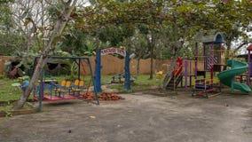 Spielplatz im Kindergarten Hoa Chau, Dorf von Phuong Nam bewirtschaftend, Vietnam lizenzfreie stockbilder