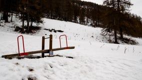 Spielplatz im Schnee lizenzfreies stockfoto
