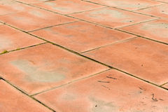 Spielplatz mit Gummimatten (Platten) für Sicherheit Lang--abandone Lizenzfreie Stockfotos