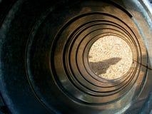 Spielplatz-Tunnel-Plättchen Stockfoto