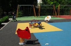 Spielplatz und ein Schätzchenwagen Stockbilder