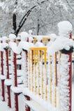 Spielplatz unter Schnee Lizenzfreie Stockbilder