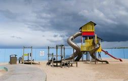 Spielplatz unter stürmischen Himmeln, Portrush Stockbilder