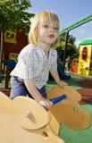 Spielplatzfahrt und -kind Stockfoto
