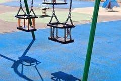 Spielplatzschwingen Stockfotos