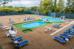 Spielplatzsommer mit Pool Lizenzfreies Stockbild